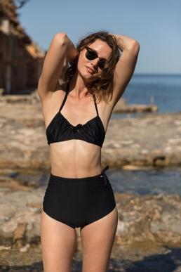 'bikini with wrinkles and bows' 'deux pièce plissé et arc' 'Bikini mit Falten und Bogen'