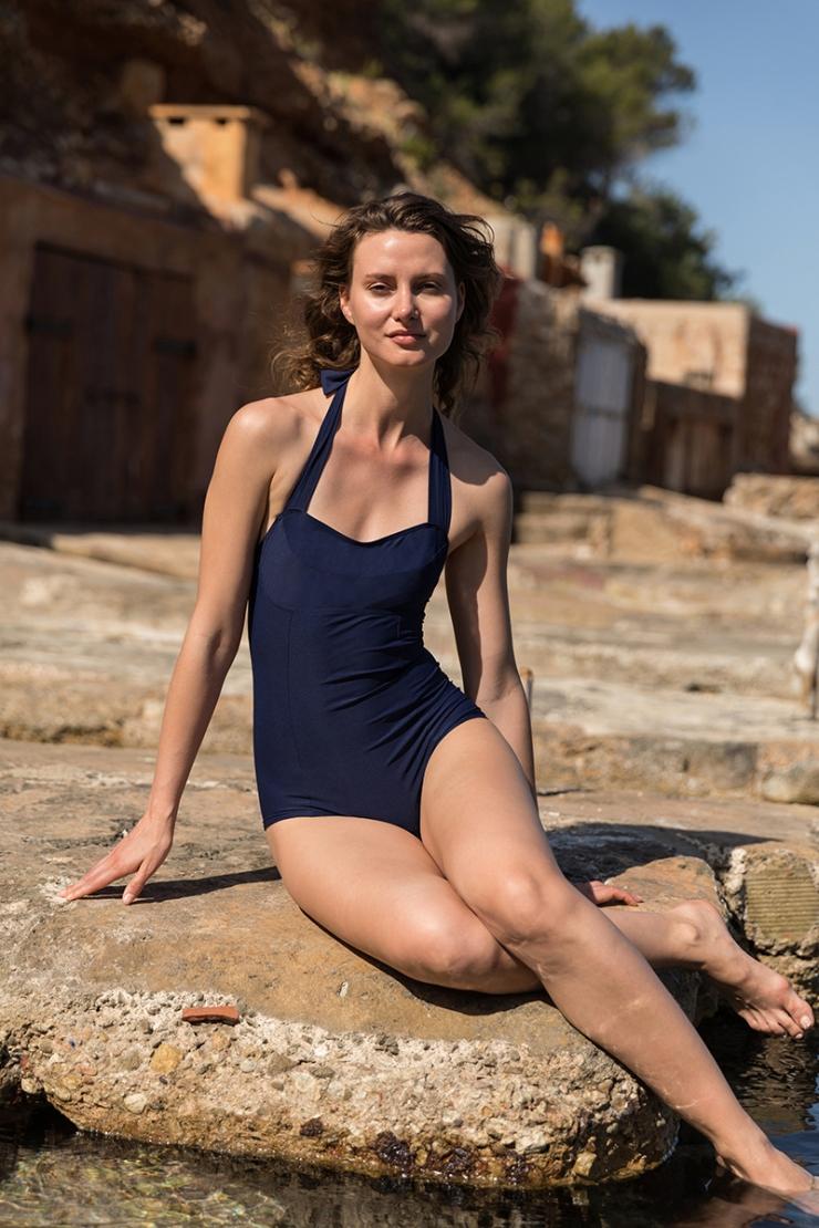 'halter swimsuit low cut legs' maillot de bain halter, jambe bas' 'Neckholder-Badeanzug shorty Stil'
