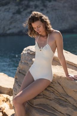 'swimsuit with wrinkles and bow' 'maillot plissé et arc' 'Badeanzug mit Falten und Bogen'