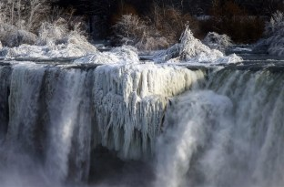 Frozen Niagara Falls stuns visitors  Mist from the