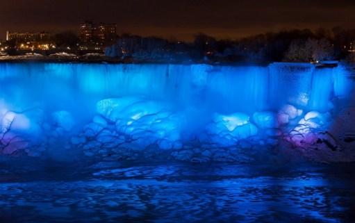 ss-180103-niagara-falls-frozen-19_be08c11a4f94b901425e26ba33465e8f.fit-880w